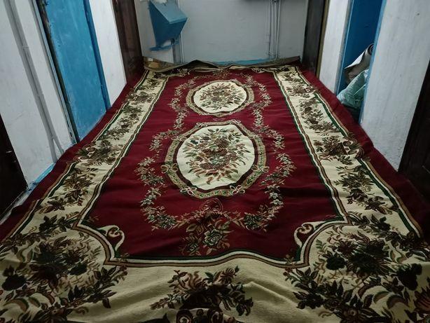Продам ковёр, бу в хорошем состоянии
