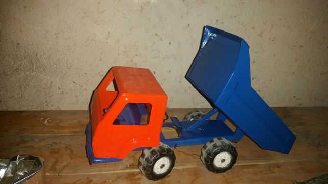 Продам машинка самосвал железный  игрушка из СССР.