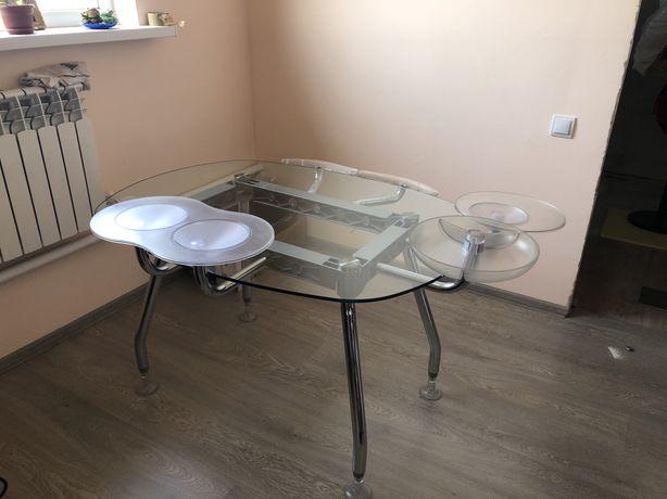 Стеклянный компьютерный стол