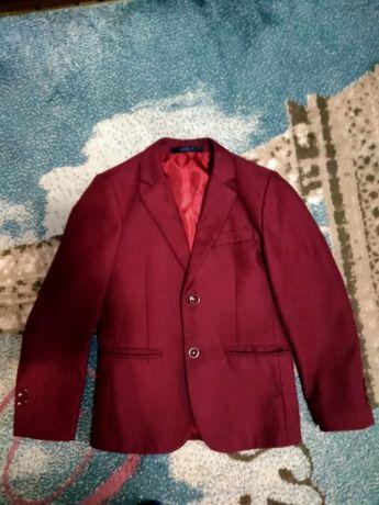 Продам пиджак для мальчика подойдёт 7-8 лет
