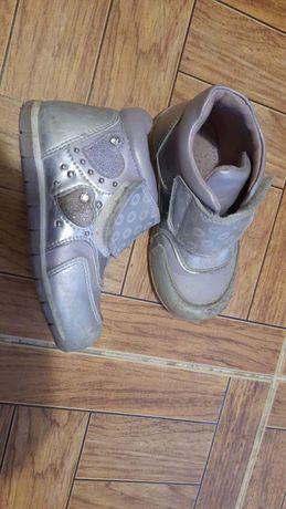 Продам детскую демисезонную обувь для девочки