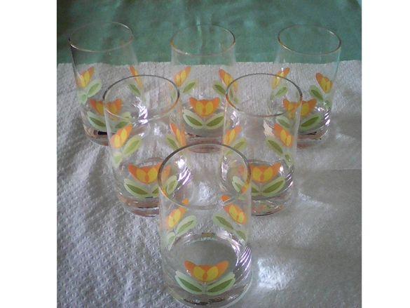 Различни стъклени чаши