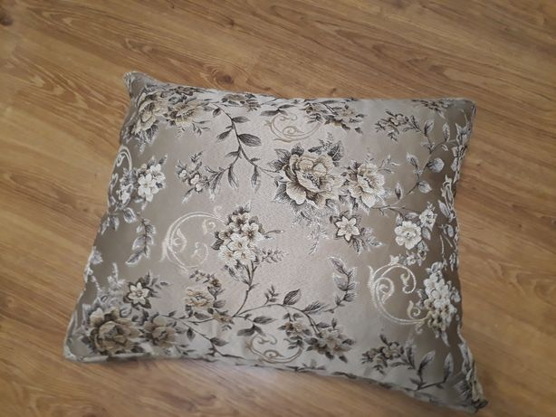 Подушки для дивана размер  55*70,3шт.