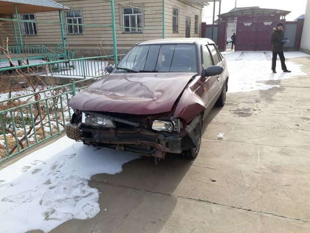 Машина нексия автомобил DAEWOO NEXIA  авторазбор запчасть