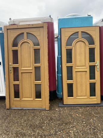 Usa casa vila firma intrare lemn geam vitraliu H 210 x L 110. Buc. 2