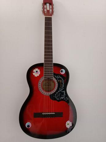 Продам гитару 18000тг