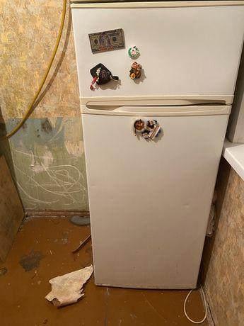 Холодильник на запчасти или ремонт