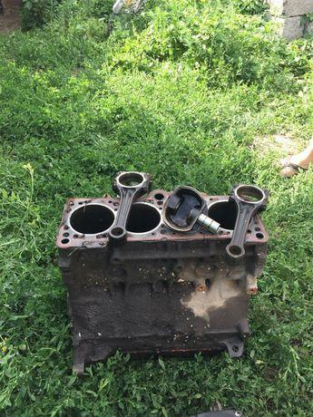 Продам блок цилиндров двигатель 2е Passat B3