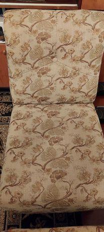 Два кресла, телевизор Samsung диагональ 72 с тумбочкой