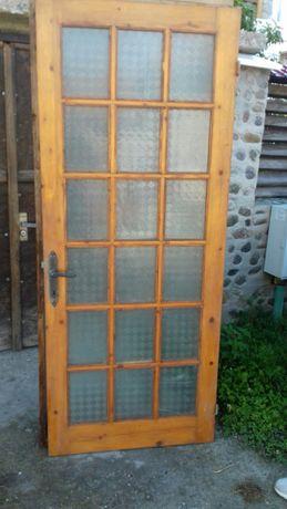 Ușa interior exterior .