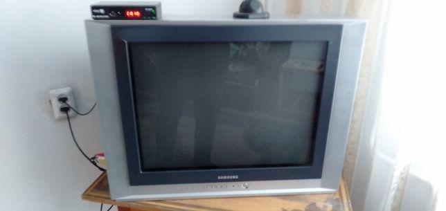 Продам телевизор с большим экраном Samsung