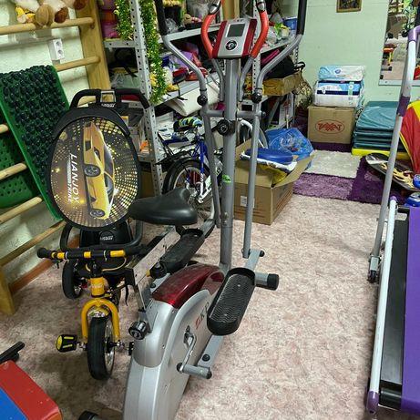Детская беговая дорожка,велотренажер,коньки,маты,груша.