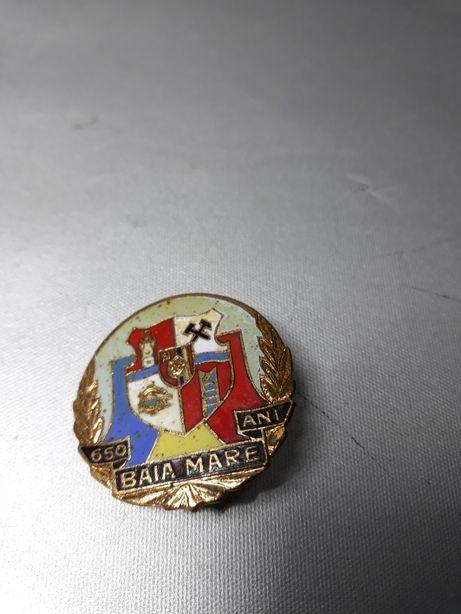 Insignă Comunistă din metal 650 ani Baia Mare de colecție