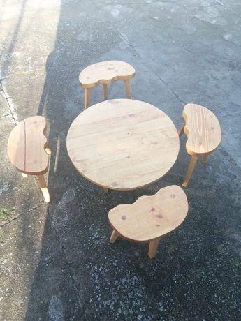 Дървена малка маса