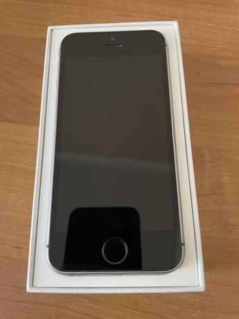 Продам телефон iPhone SE
