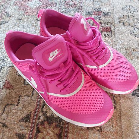 Adidasi , Nike sport
