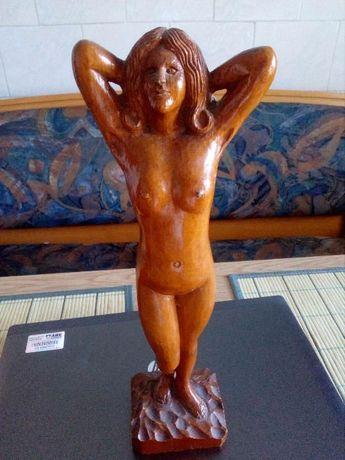 Statuie nud lemn