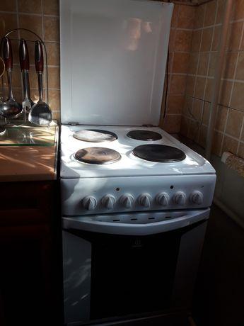 Продам электро плиту с вытяжкой