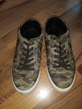 Обувки детски 34
