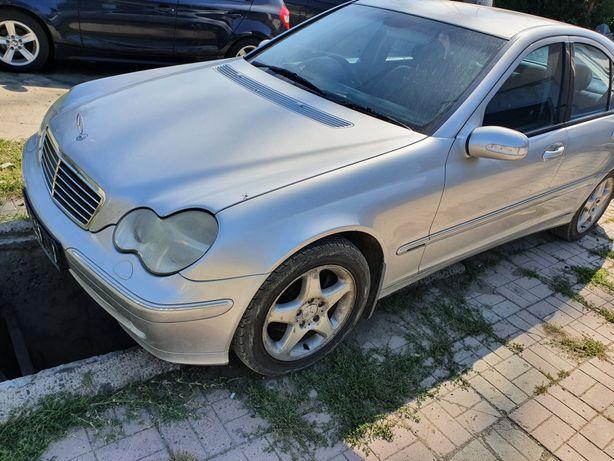 Dezmembrez Mercedes C220  w203