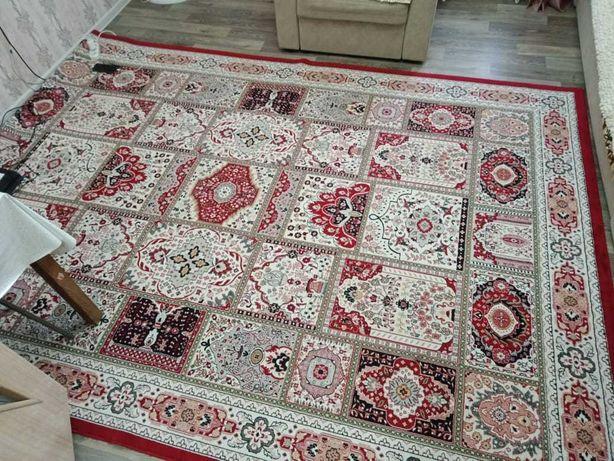 Продам  шелковый ковёр размером 2,5 на 3,5 метра