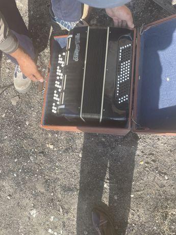 Продам музыкальный инструмент БАян