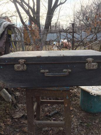 Продам антикварный чемодан из фанеры а