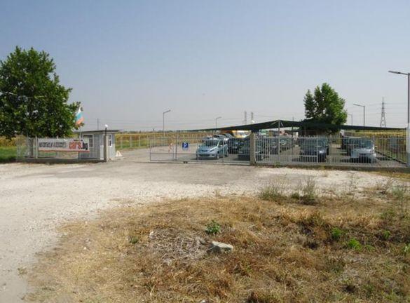 Продавам автосалон срещу КЦМ на Асеновградско Шосе с площ 4989 кв.м.