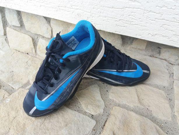 Nike fotbal marimea 33