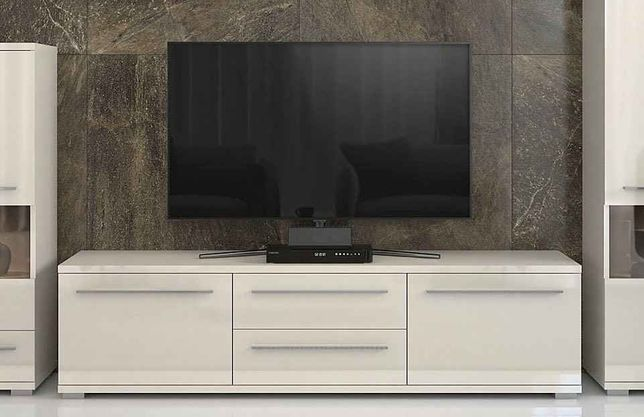 Comoda TV lucioasă 150cm