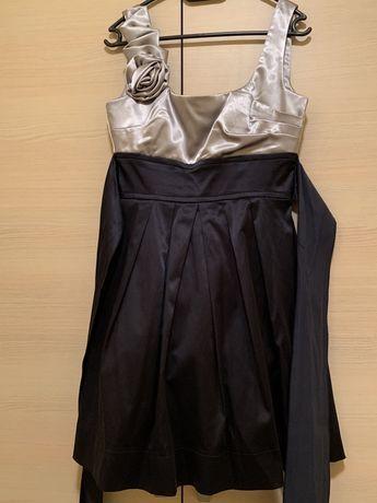 Продавам 4 официални рокли за момиче