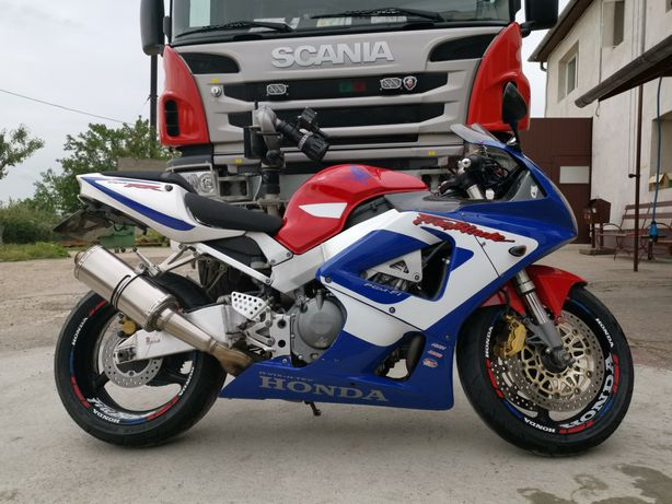 Vând Honda 929rr