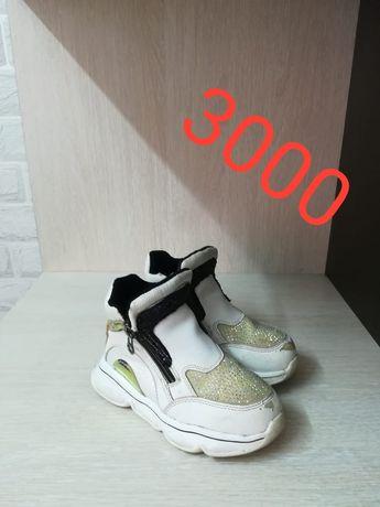 Продам обувь для девочки 5-6 лет. Размер 30