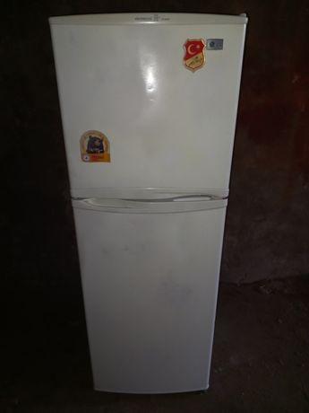 Рабочий холодильник двухкамерный корейский
