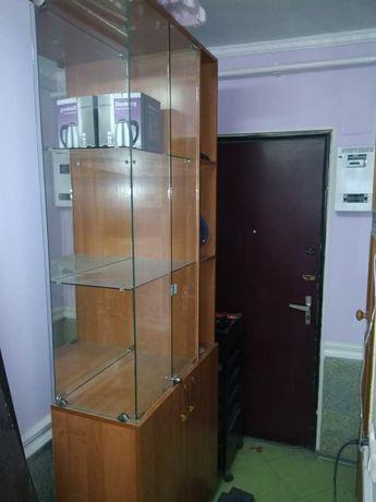 Шкаф стеклянный с замком(ветрина)