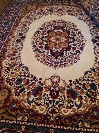 Нов персийски килим