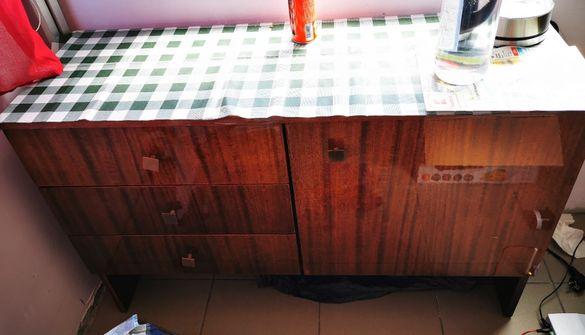 Шкаф с чекмеджета