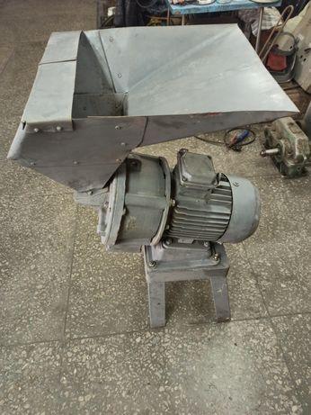 Измельчитель кормов, зернодробилка - 380 В, 5,5 кВт, 1500 об/мин.