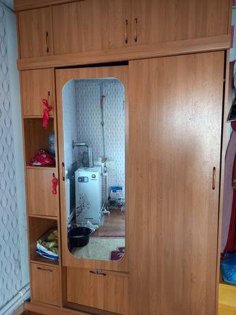 Продам шкаф 2ух дверный.