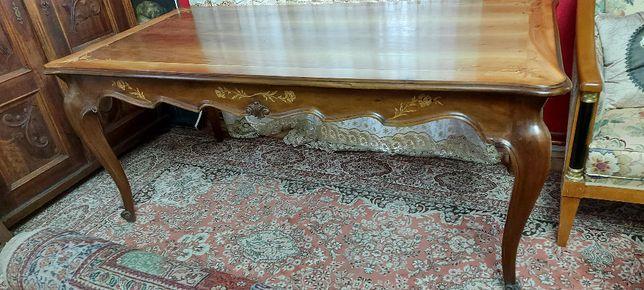 Masa masiva din lemn de nuc