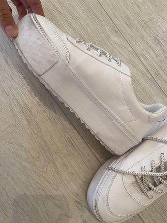 стильные кроссовки Бершка