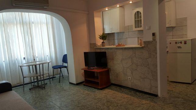 Particular, inchiriez apartament 2 camere, centru
