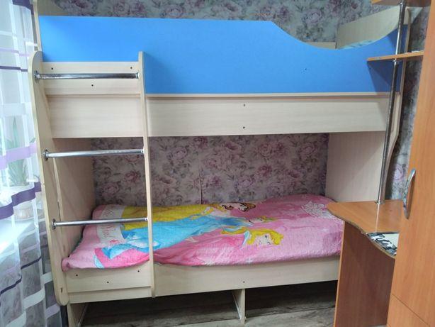 Двух этажная кровать.