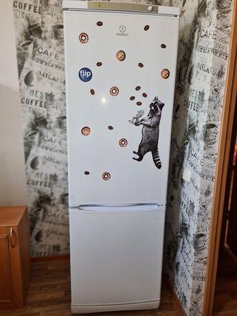 Холодильник 1.8 м