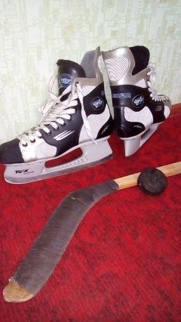 Продам коньки хоккейные BAUER vapor профессиональные.