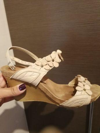 Страхотни дамски сандали