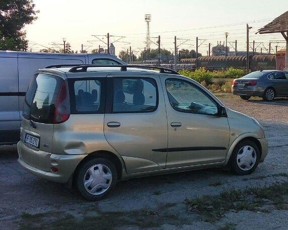 Dezmembrez Toyota Yaris Verso