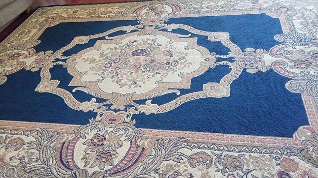 Продам ковёр синий