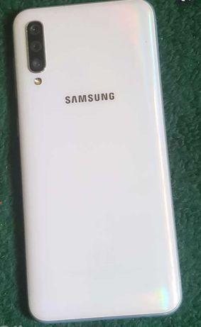 Samsung A50 смартфон.