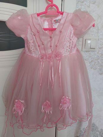 Нарядное праздничное платье на девочку 3-4 года
